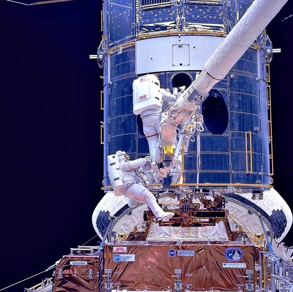Αστροναύτες κατα την 1η αποστολή επισκευής
