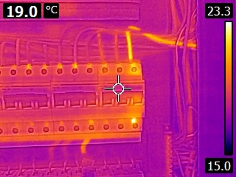 Υπερθέρμανση σε αγωγό ηλεκτρικού ρεύματος